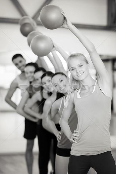 Grupy uśmiechnięty pracujących na zewnątrz piłka fitness Zdjęcia stock © dolgachov