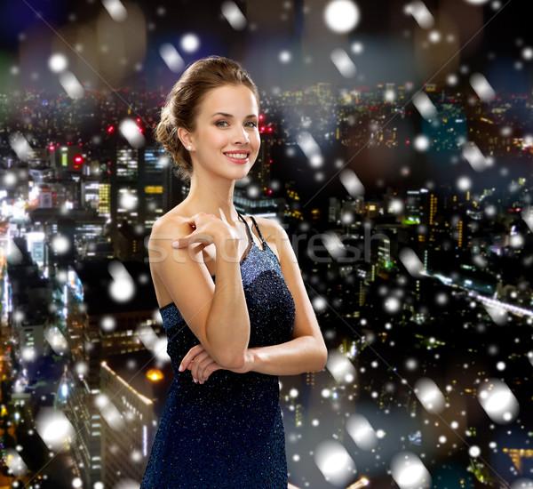 Sorrindo vestido de noite férias natal pessoas noite Foto stock © dolgachov