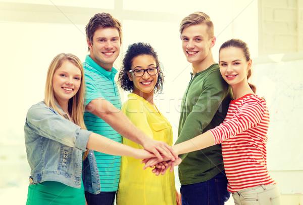 Sonriendo estudiantes manos superior otro educación Foto stock © dolgachov