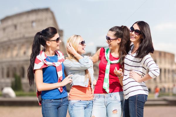 Boldog tinilányok fiatal nők beszél nyár ünnepek Stock fotó © dolgachov