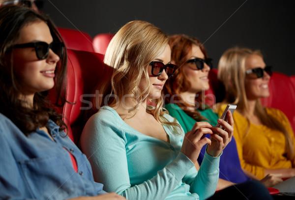 Heureux femme smartphone 3D film théâtre Photo stock © dolgachov