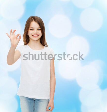 Uśmiechnięty dziewczynka biały tshirt reklamy projektu Zdjęcia stock © dolgachov