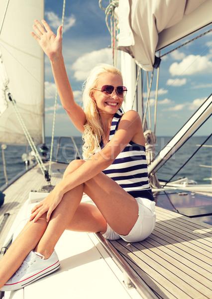 Souriant jeune femme séance yacht pont vacances Photo stock © dolgachov