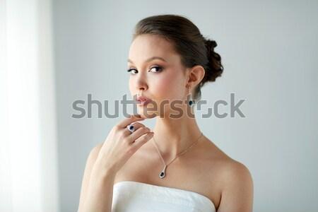女性 真珠 イヤリング ブレスレット 美人 着用 ストックフォト © dolgachov