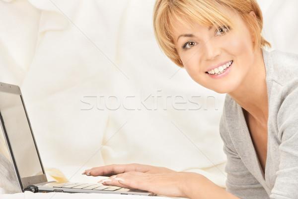 Feliz mujer ordenador portátil brillante Foto ordenador Foto stock © dolgachov