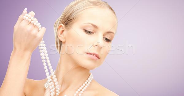 Gyönyörű nő gyöngy nyaklánc ibolya szépség luxus Stock fotó © dolgachov