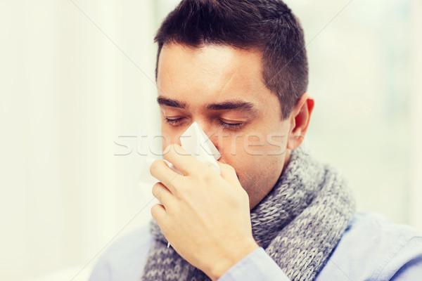 Malade homme grippe moucher maison Photo stock © dolgachov