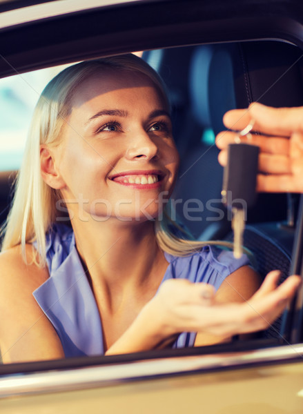 Photo stock: Heureux · femme · Auto · montrent · salon