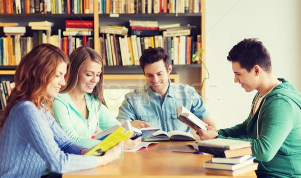 Öğrenciler kitaplar sınav kütüphane insanlar bilgi Stok fotoğraf © dolgachov