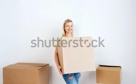 Gülen genç kadın ev hareketli teslim Stok fotoğraf © dolgachov