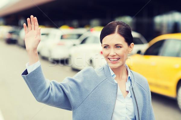 Gülen genç kadın el taksi seyahat Stok fotoğraf © dolgachov
