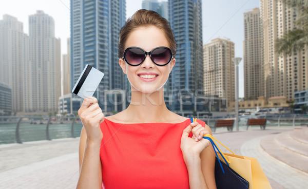 Kadın kredi kartı şehir insanlar tatil Stok fotoğraf © dolgachov