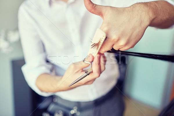 Férfi stylist kezek vág haj tippek Stock fotó © dolgachov