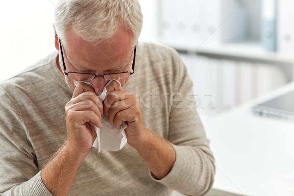 старший человека сморкании салфетку больницу медицина Сток-фото © dolgachov