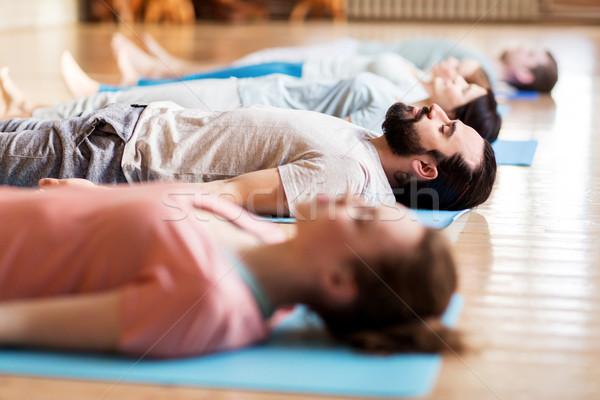 Pessoas do grupo ioga estúdio fitness esportes Foto stock © dolgachov