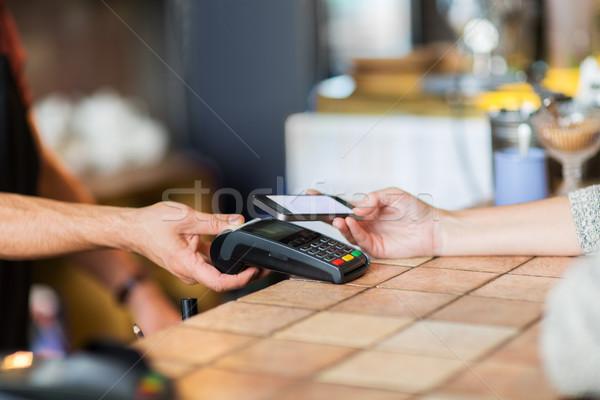 Mains paiement smartphone bar modernes technologie Photo stock © dolgachov