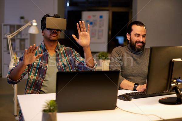 Kreatív férfi virtuális valóság headset iroda Stock fotó © dolgachov