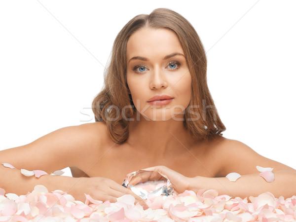 Vrouw groot rozenblaadjes foto diamant meisje Stockfoto © dolgachov
