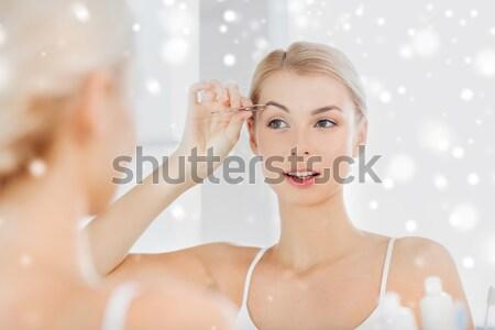 Mulher jovem indicação bochecha saúde beleza Foto stock © dolgachov