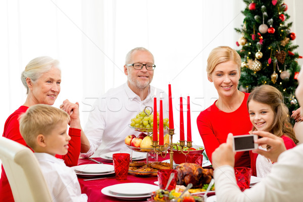 Uśmiechnięty rodziny wakacje obiedzie domu wakacje Zdjęcia stock © dolgachov