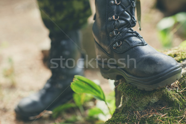 Soldaat voeten leger laarzen bos Stockfoto © dolgachov
