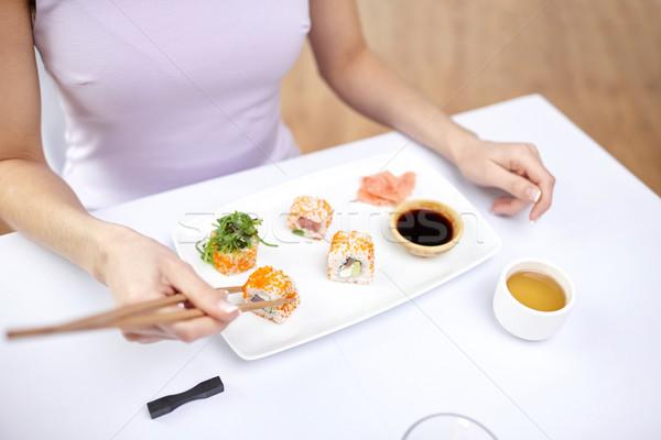 Foto stock: Mulher · alimentação · sushi · restaurante · restaurante · de · comida