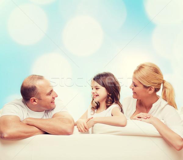 famille heureuse maison famille enfance vacances personnes photo stock syda. Black Bedroom Furniture Sets. Home Design Ideas