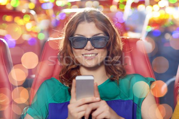 Szczęśliwy kobieta smartphone 3D film teatr Zdjęcia stock © dolgachov