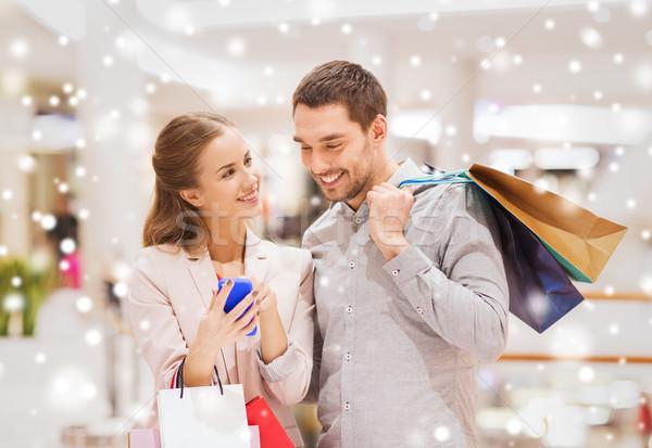 Paar smartphone mall verkoop Stockfoto © dolgachov