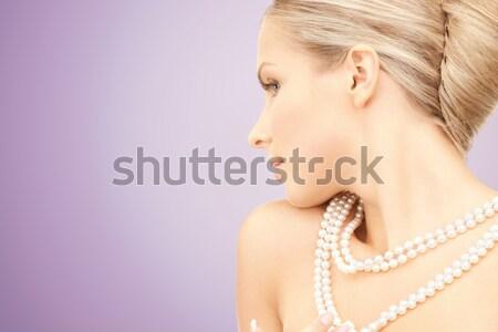 Güzel bir kadın inci kolye mor güzellik lüks Stok fotoğraf © dolgachov