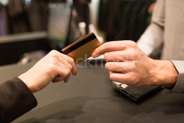 手 クレジットカード 販売者 ビジネス 販売 ストックフォト © dolgachov