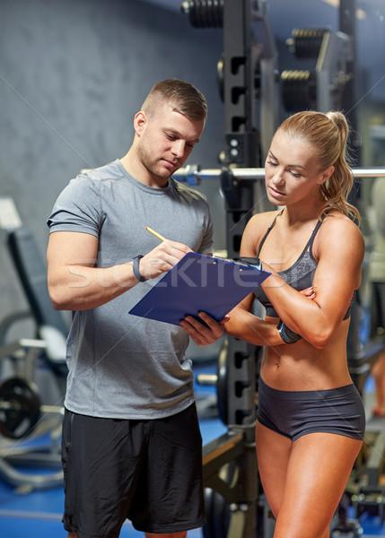 Genç kadın personal trainer spor salonu uygunluk spor egzersiz Stok fotoğraf © dolgachov