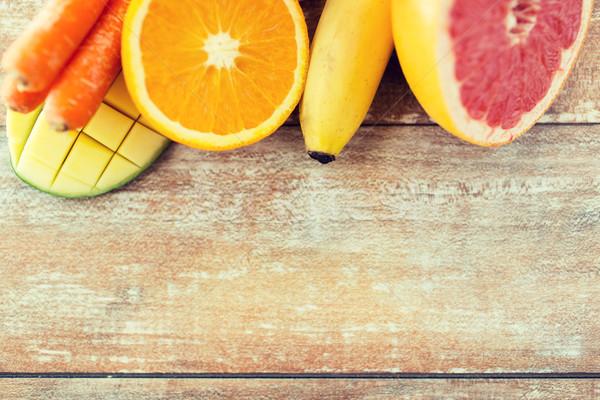 Fresche succosa frutti tavola Foto d'archivio © dolgachov