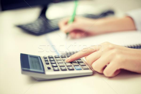 Közelkép nő számológép jegyzetel pénzügyek gazdaság Stock fotó © dolgachov