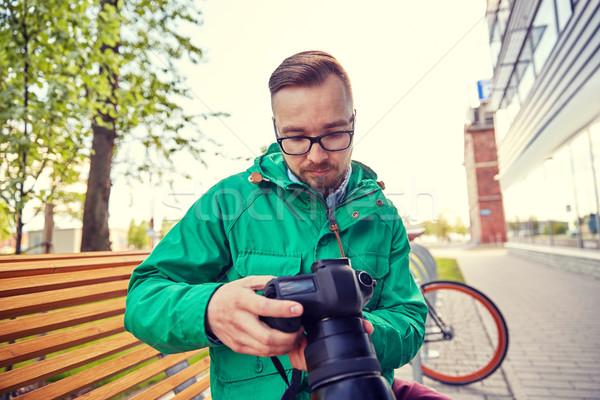 Foto d'archivio: Giovani · uomo · fotocamera · digitale · città · persone