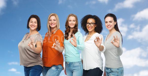 グループ 幸せ 異なる サイズ 女性 ストックフォト © dolgachov