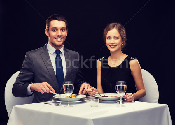 Souriant couple manger plat principal restaurant vacances Photo stock © dolgachov