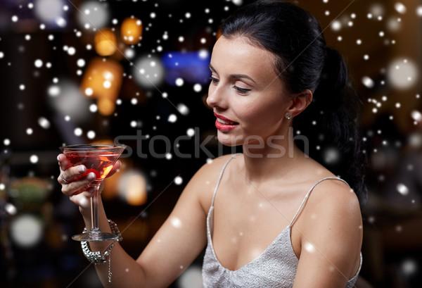 Mulher coquetel boate bar ano novo Foto stock © dolgachov