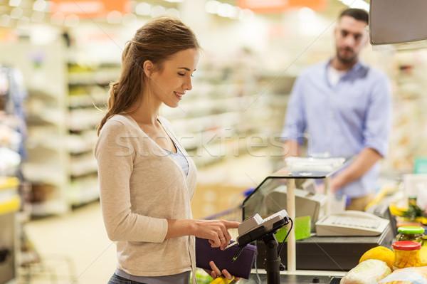 女子 購買 食品 收款台 購物 商業照片 © dolgachov