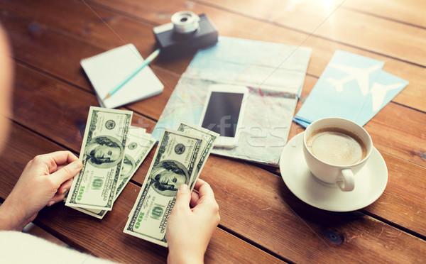 Viajero manos dólar dinero vacaciones Foto stock © dolgachov