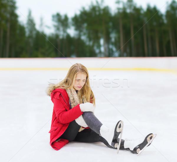 Mulher jovem joelho ferimento patinação esportes Foto stock © dolgachov