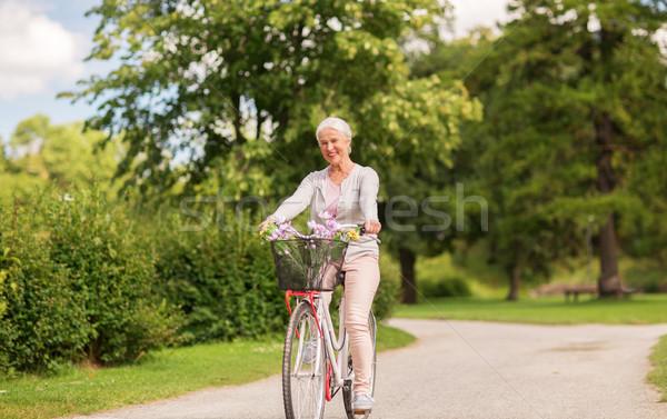 Feliz altos mujer equitación bicicleta verano Foto stock © dolgachov