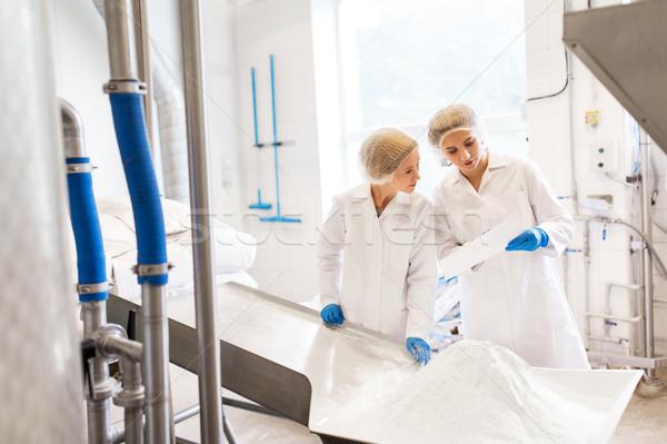 Mulheres trabalhando sorvete fábrica indústria comida Foto stock © dolgachov