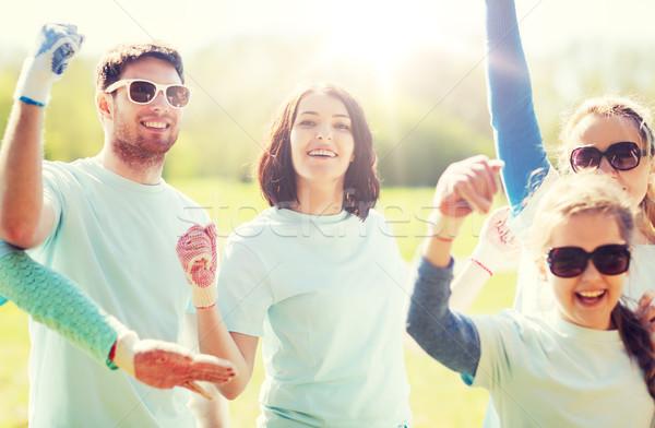 Csoport önkéntesek ünnepel siker park önkéntesség Stock fotó © dolgachov
