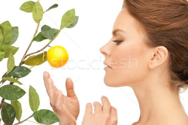Zdjęcia stock: Kobieta · cytryny · gałązka · zdjęcie · twarz · owoców