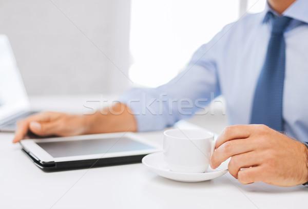 Stock fotó: üzletember · táblagép · kávé · iroda · üzlet · iskola