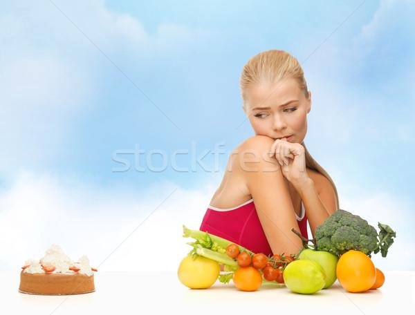 Mulher frutas torta fitness dieta saúde Foto stock © dolgachov