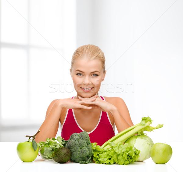 Mosolyog sportos nő bioélelmiszer étel egészségügy Stock fotó © dolgachov