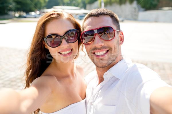 Glimlachend paar zonnebril liefde Stockfoto © dolgachov