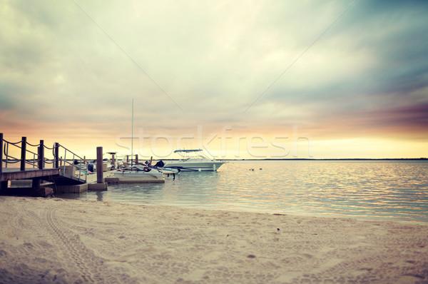 łodzi molo zachód słońca wakacje podróży morza Zdjęcia stock © dolgachov